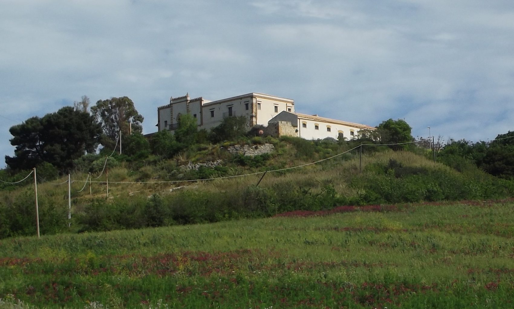 1-Castello di Rampinzeri, dal parcheggio, ingr